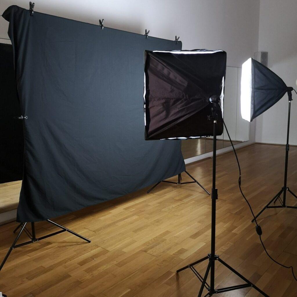 Set fotografico con luci e telo nero